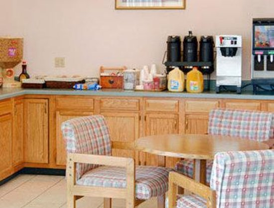 Knights Inn Dillard: Breakfast Area