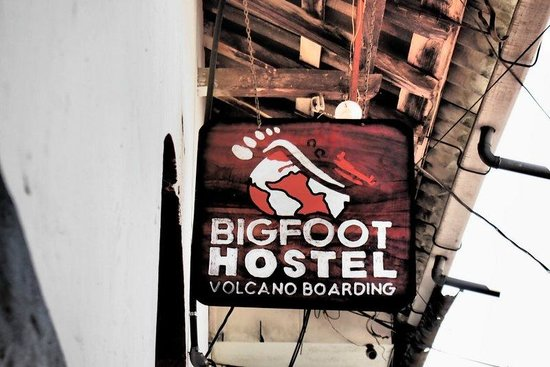 Bigfoot Hostel: Sign