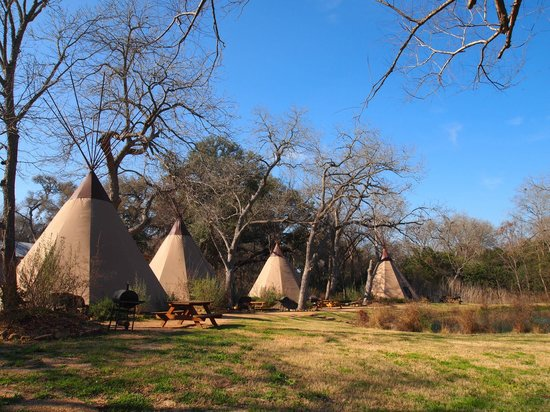 Geronimo Creek Retreat : Teepees with A/C and queen beds!