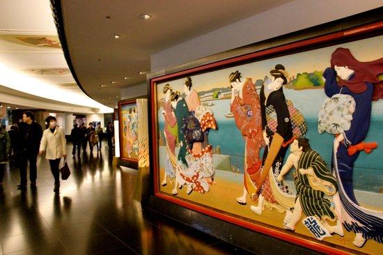 Hotel Gajoen Tokyo: Some of the stunnign wooden panel art work