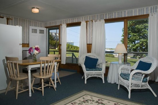 Watch Hill Court: Water view cottage