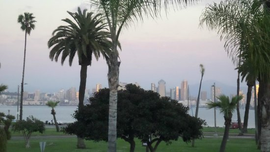 Humphreys Half Moon Inn & Suites: Awesome view of the San Diego Skyline from our room