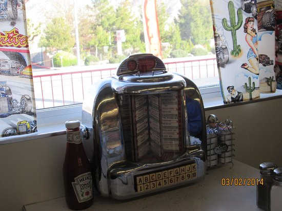 Route 62 Old Timer Diner: Tableside jukebox at Carla's. so cool!