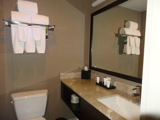 Distrikt Hotel: Banheiro