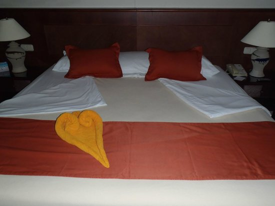 Grand Bahia Principe San Juan: Hard, but beautiful bed