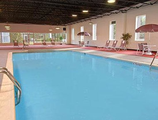 Ramada Queensbury/Lake George: Pool