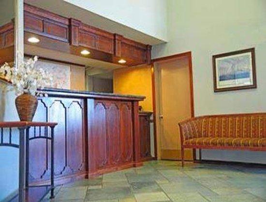 Ramada Antioch: Lobby