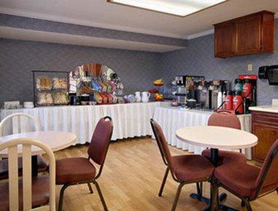 Ramada Antioch: Breakfast Area