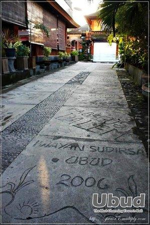 Yulia Village Inn: Lanmark  อีกแห่งของอูบุ ชุมชนที่ รร.ตั้งอยู่