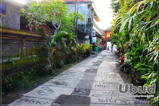 Yulia Village Inn: Lanmark
