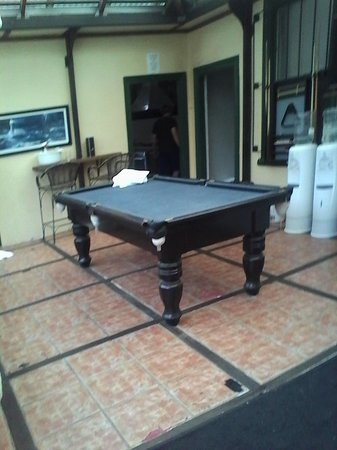 Wickham Retreat Backpackers: great pool table