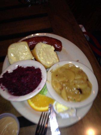 Auslander Restaurant: Opa sausage, German hot potato salad, red cabbage.