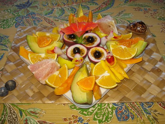 "Pomaika'i ""Lucky"" Farm B&B : breakfast fruit tray"