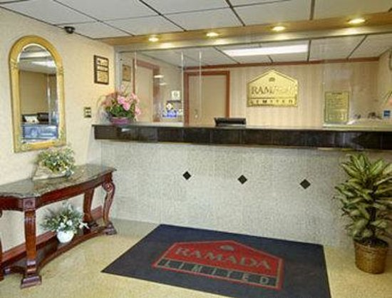 Ramada Limited Cockeysville: Lobby