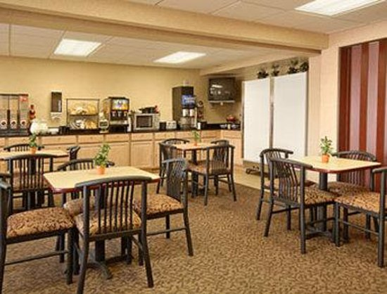 Ramada Limited Cockeysville: Breakfast Area
