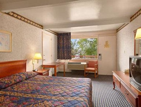 Ramada Limited Cockeysville: Standard King Bed Room