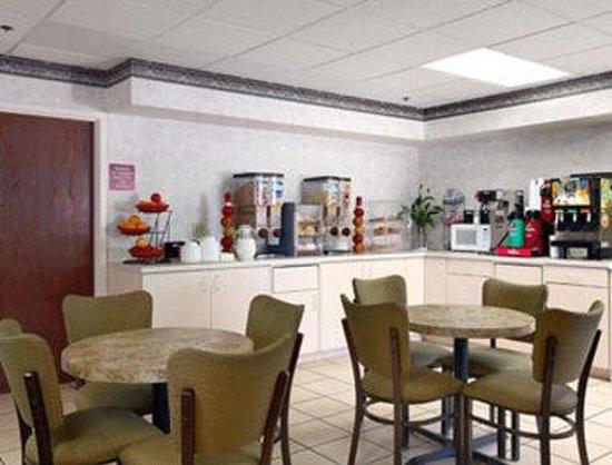 Ramada Bolingbrook : Breakfast Area