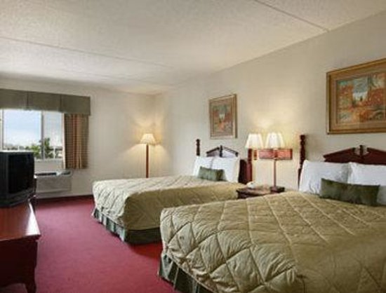Ramada Bolingbrook : Standard Two Double Room