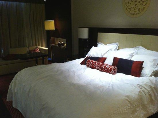 Renaissance Beijing Capital Hotel: super comfy bed