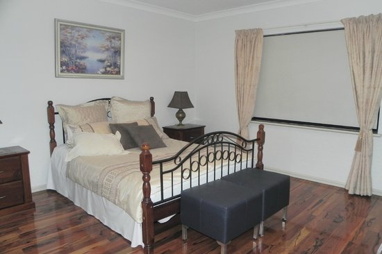 Quinns Rocks Bed and Breakfast: Our HUGE room