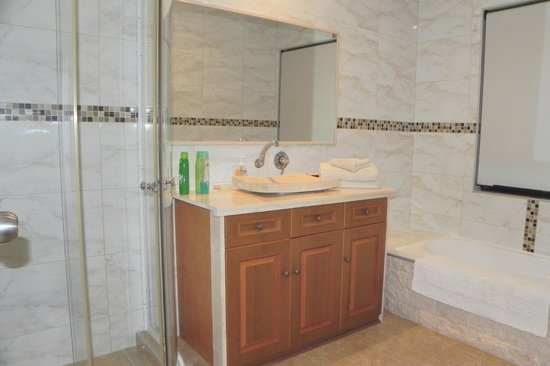 Quinns Rocks Bed and Breakfast: Very nice bathroom