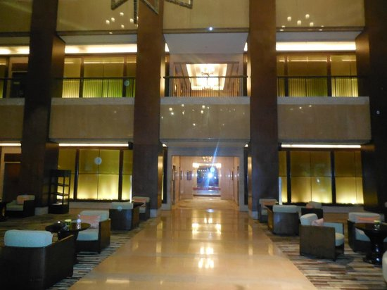 Conrad Bangkok Hotel : Lobby Area facing Elevators