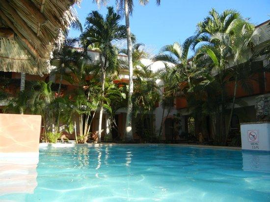 Villas Arqueologicas Chichen Itza: Vista da piscina