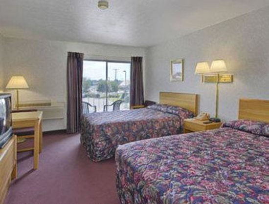 Bloomington Travelodge: Two Double Beds Guest Room
