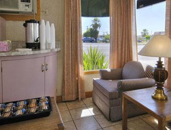 Yuma 4th Ave. Travelodge: Breakfast Area