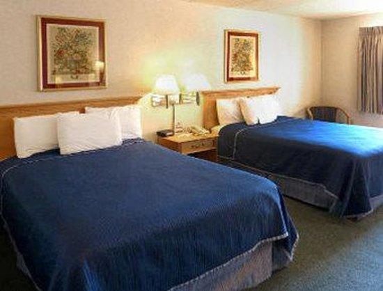 Super 8 Frederick : Standard Double Queen Bed Room