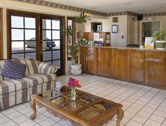 Travelodge Costa Mesa Newport Beach Hacienda : Lobby
