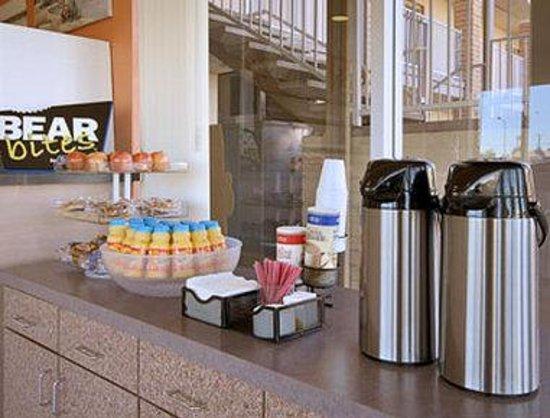 ميسا ترافيلودج: Breakfast Area