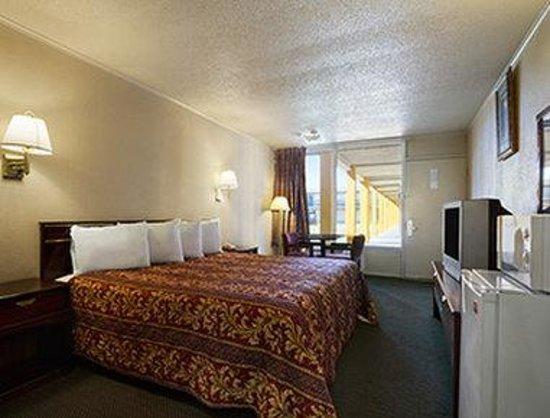 Magnuson Hotel Opelika: Standard King Room