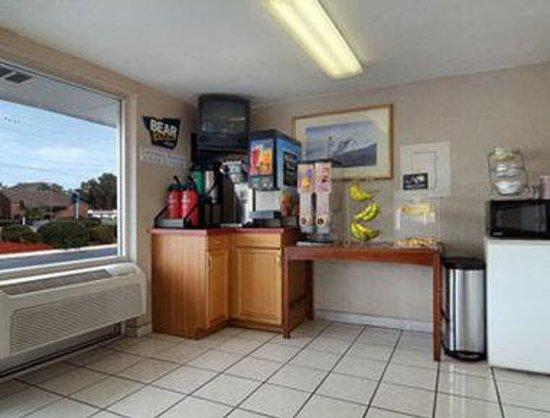 Travelodge Wilmington: Breakfast Area