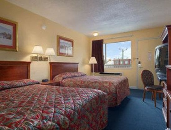 Red Carpet Inn: Standard Two Double Bed Room