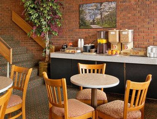 Travelodge Six Flags / Gray Summit: Breakfast Area