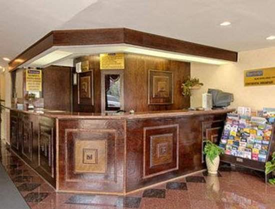 Clinton Manor Hotel Union: Lobby