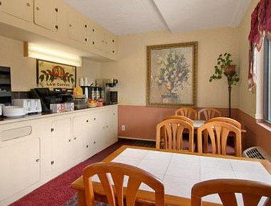 Clinton Manor Hotel Union: Breakfast Area