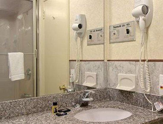Clinton Manor Hotel Union: Bathroom