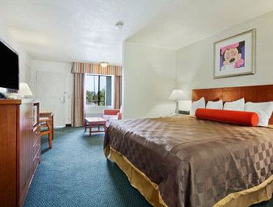 Photo of Travelodge Inn & Suites Anaheim