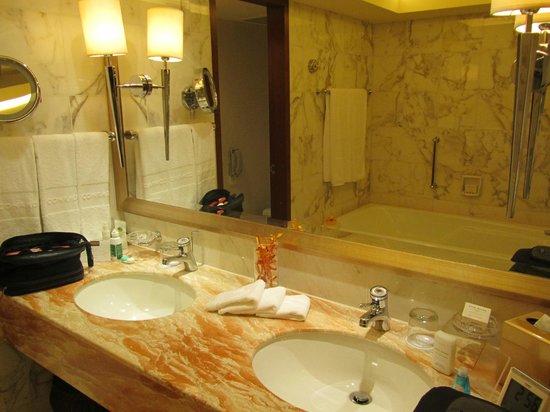 Conrad Hong Kong : bathroom