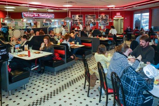 Steak 'n Shake Dining Room