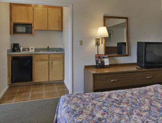 Travelodge Fresno Highway 41: Standard Two Queen Bed Room
