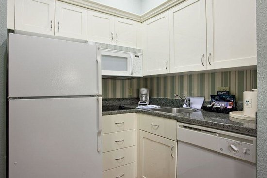 Homewood Suites by Hilton - Bonita Springs: Kitchen