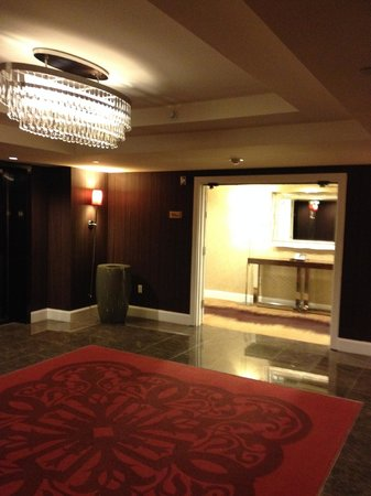 MGM Grand Hotel and Casino: elevator lobby