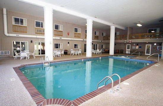 Sandwich Lodge & Resort : Pool view