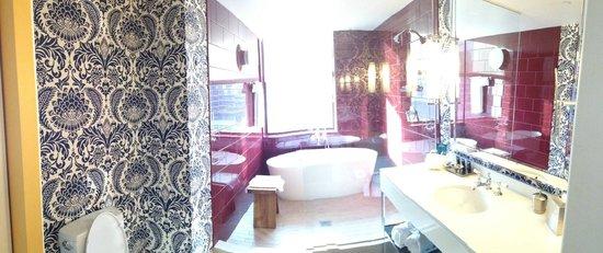 Kimpton Hotel Monaco Philadelphia : Corner King Spa Bath