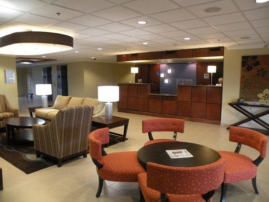 Holiday Inn Express and Suites Fort Lauderdale Executive Airport: Front Desk