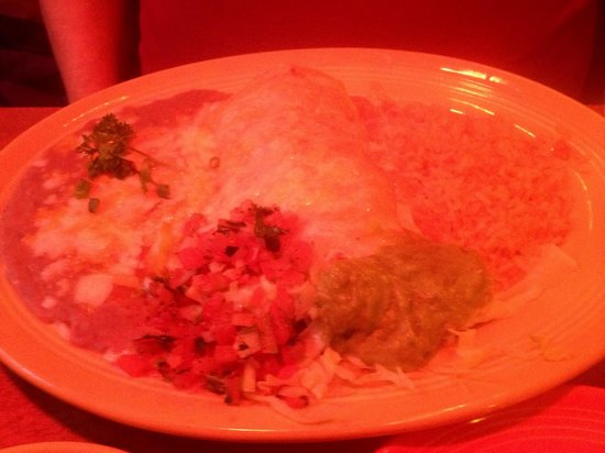 Sergios Mexican Restaurant: Beef burrito dinner