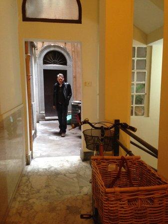 Charmsuite Roma Raffaello : Entrance